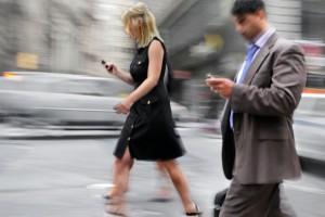 walking texting danger